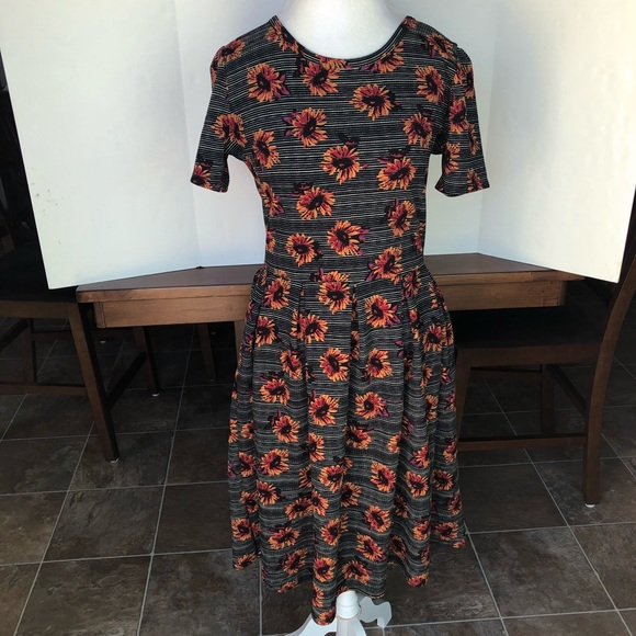 ab447824674e8 LuLaRoe Dresses & Skirts - LuLaRoe sunflower Amelia dress